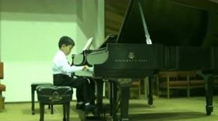 Wonder-child Showcase Concert 2009. Kevin Weng,  Sonatina in C major, IV mvt. by Mozart