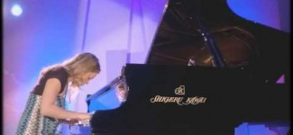 "Amy Janelle performs ""Peaks of Red"" at the Whisperings Award Concert – Shigeru Kawai SK7"