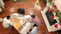 Angels We Have Heard on High (Christmas w/ 32 fingers and 8 thumbs) – The Piano Guys
